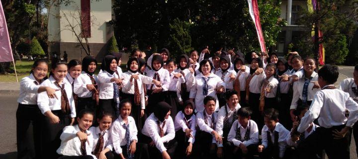 Paduan Suara SMP N 7 Yogyakarta Dalam Aubade Pancasila